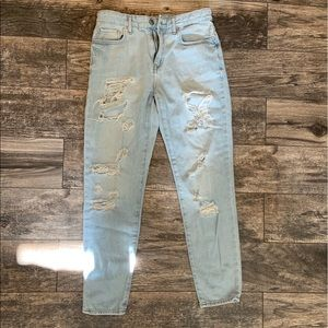 Forever 21 ripped boyfriend jeans size 26
